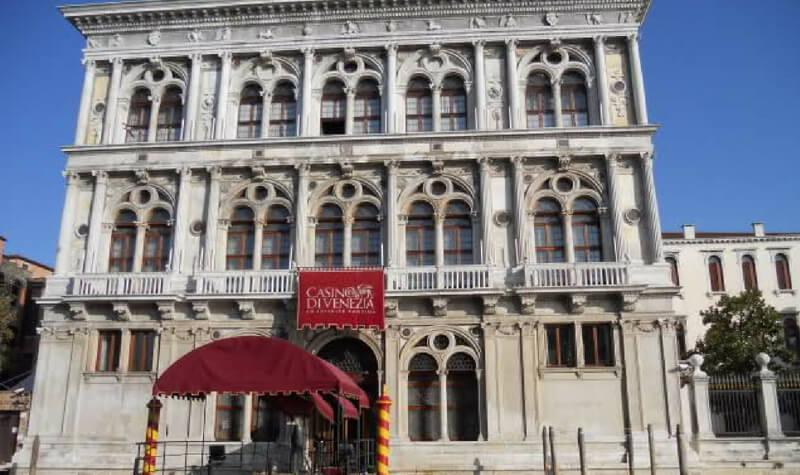 Fachada del Casino de Venecia
